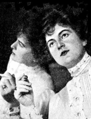 Актриса Грейс Палотта с тюбиком губной помады, 1907