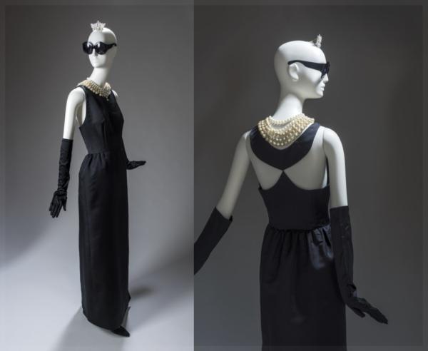 Платье Живанши на выставке в 2017 году