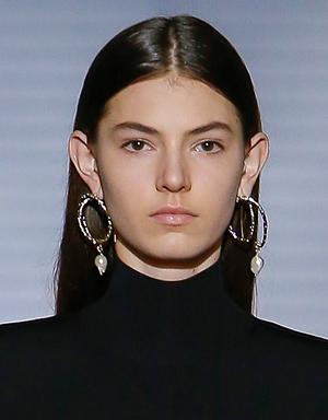 Черные волосы, Givenchy