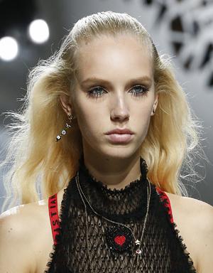 Зализанные волосы, Christian Dior