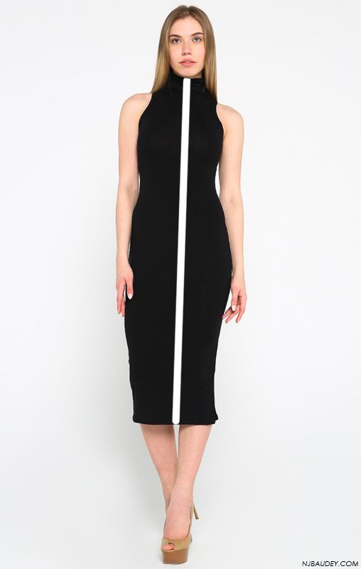 черное платье с длинной вертикальной линией