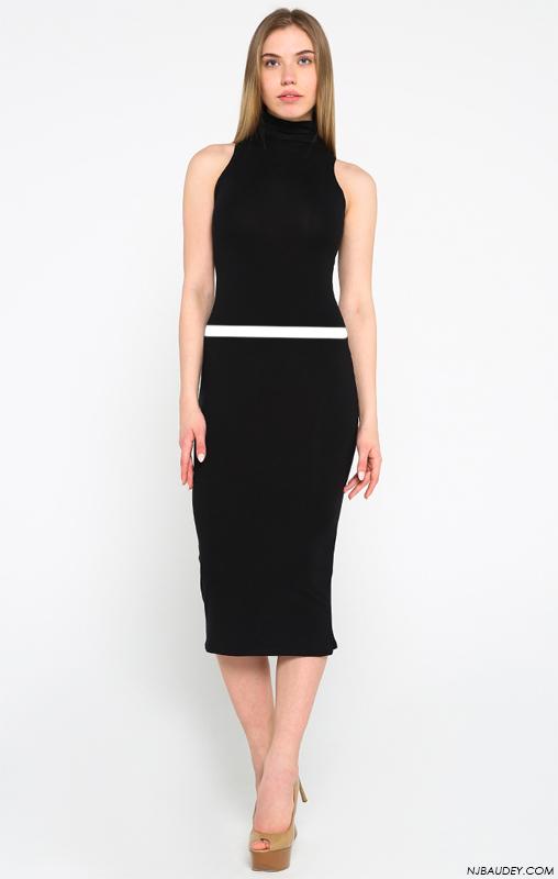 Черное платье с белой горизонтальной полосой