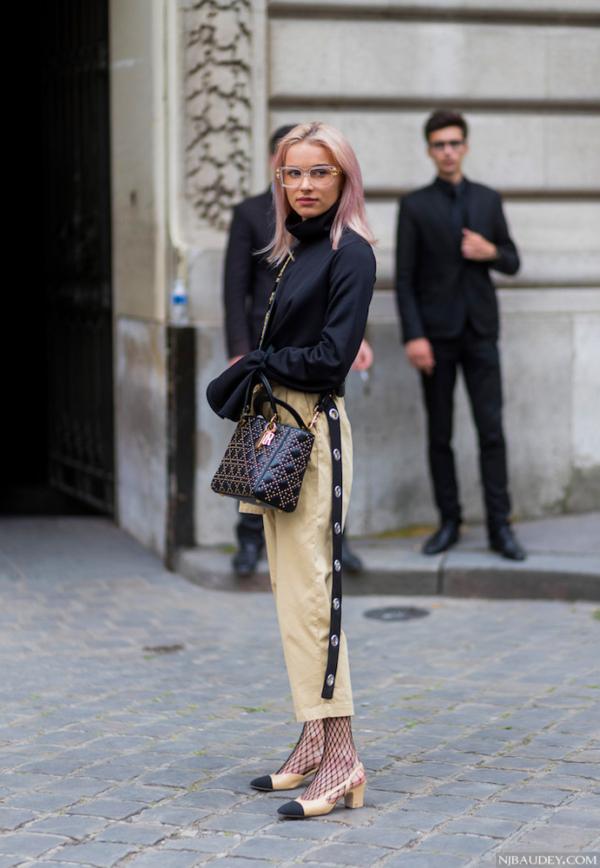 Носки с туфлями и босоножками: безвкусица или стильный тренд?